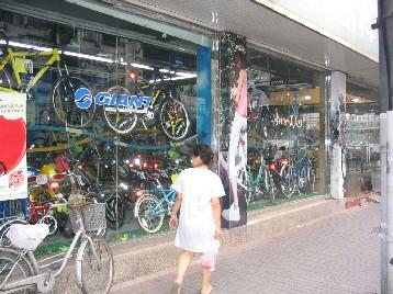 2階まである大きな自転車専門店