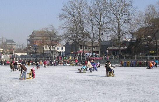 北京・前海の天然スケート場