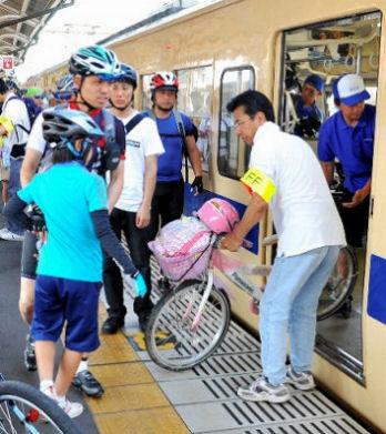 自転車載せて専用列車でサイクリングへ