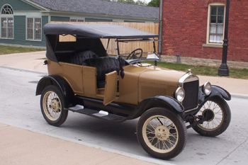 Ford Model T, Photo by Rmhermen,licensed under the Creative Commons Attribution ShareAlike 3.0 Unported.