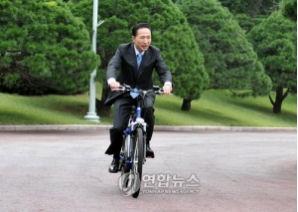 李大統領も「自転車出勤」、グリーンライフを実践