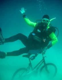 海底で自転車