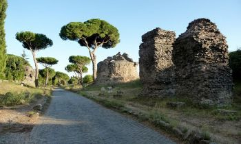 Bicycle rides on Via Appia Antica, guidepal.com