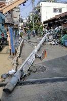 電柱は鋼管製で中心部は空洞、鋼管の外側が薄いコンクリートで覆われた2層構造