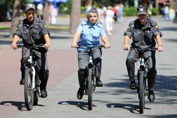 モスクワ市警が自転車に乗り換え