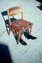 逃げる椅子