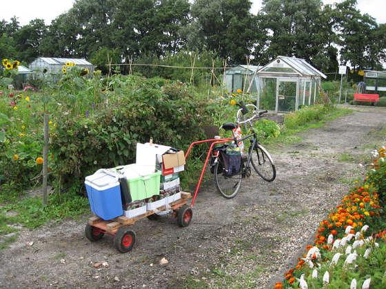 農園用の手押し車を利用