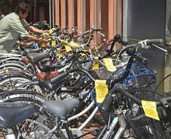 放置自転車に警告カード