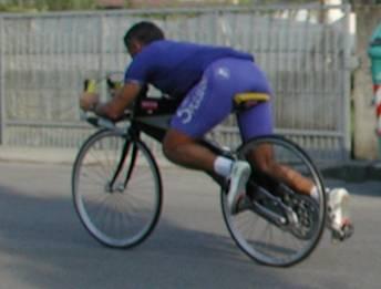 うつ伏せ自転車