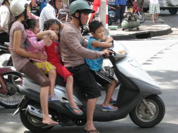こちらは5人乗り、子供のヘルメットは?