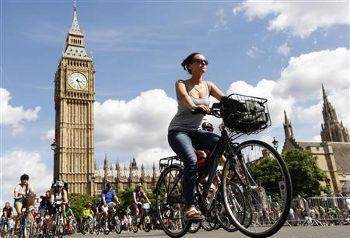 ロンドン「自転車天国」に6万5000人