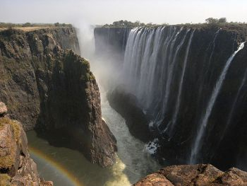 Victoria_Falls,Photo by Kounosu,under the GNU Free License.