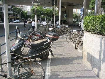 放置自転車が溢れている