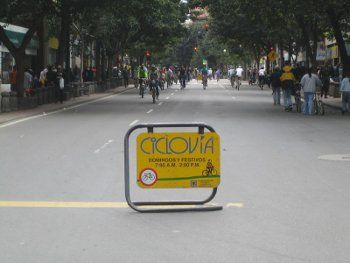 Ciclovia, Photo by MacAllenBrothers,licensed under the Creative Commons Attribution ShareAlike 3.0 Unported.