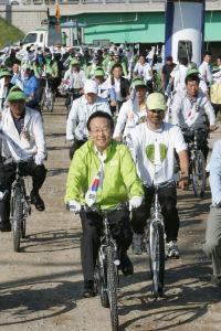 4大江に沿って686キロ…自転車で国土大長征へ出発
