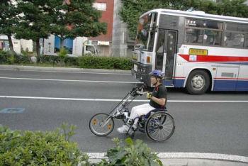 ハンドサイクルで東京—福岡