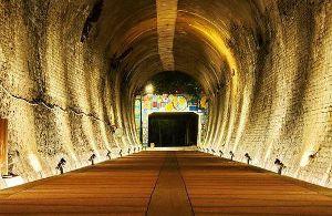 廃トンネル