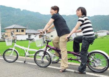 福井で導入された2人乗り3輪自転車。よく見ると後輪がダブル。