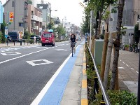 色分けされた自転車専用通行帯「ブルーゾーン」