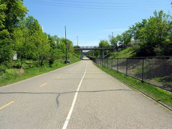 Midtown Greenway in Minneapolis, Photo by Nathan Johnson,licensed under the Creative Commons Attribution ShareAlike 3.0 Unported.