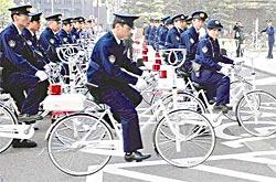 赤色灯付き白色自転車