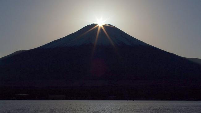 山中湖からのダイヤモンド富士