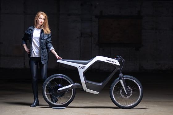 1000台限定、ミニマリズムを追求したドイツのEVバイク。インパネやキーはスマホをセット