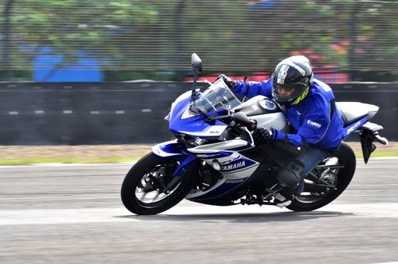 Test-Ride-Yamaha-YZF-R25-1