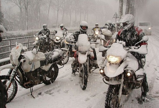 winter-motorcycling-736x500