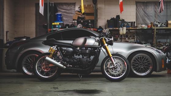 car_motorcycle_garage_114811_2048x1152