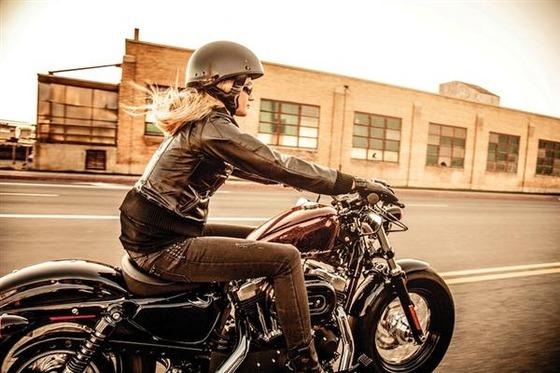 WomenMotorcycleRider