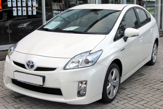 Toyota_Prius_III_20090710_front