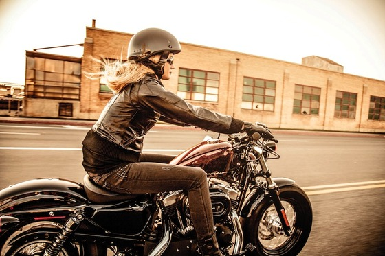 WomenMotorcycleRider