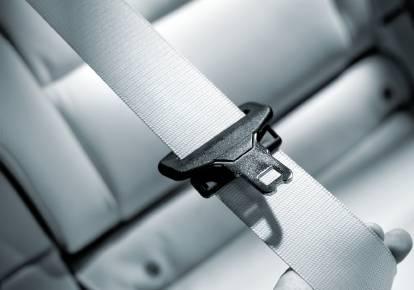後部座席も含めシートベルト未着用の警報音を義務化