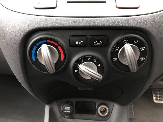 謎の勢力「車のエアコンはマニュアルのほうが使いやすいんだ!」←ええ…