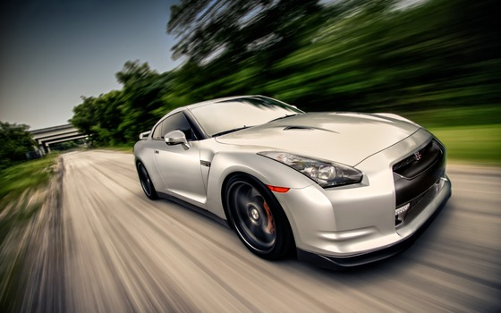 silver_nissan_on_high_speed-wide