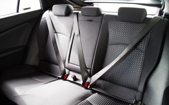 おまえら誤解してるが、後部座席のシートベルト着用は高速だけでなく一般道でも義務化されてるからな?
