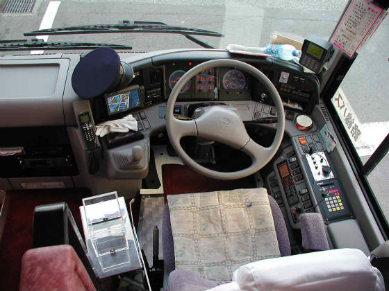 Hino_Selega-R_cockpit_s