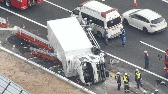 ポルシェでトラックに追突し横転させた医師、なんと無免許だった…