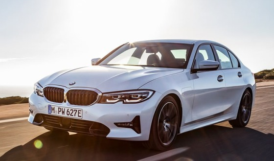 【朗報】ハイブリッド版BMW 3シリーズ「330e」発表 バッテリーのみで60km走行可