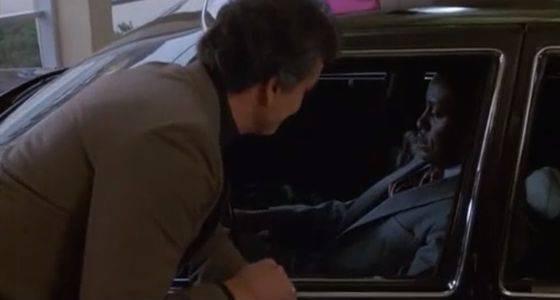 車ディーラー「レザーシートなんて見かけだけ、夏は熱いしひび割れてろくなこと無い」
