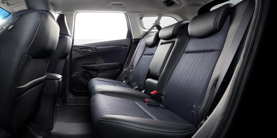 interior_cabin_rearseat