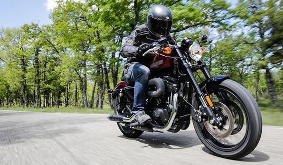バイクってやたら大型大型と騒いでるけど実際車と違って100km/h超えたら風圧で乗れたもんじゃない