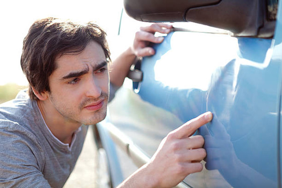 スズキのリコールでわざわざディーラー車検受けに行ったのに代車擦って17万請求された