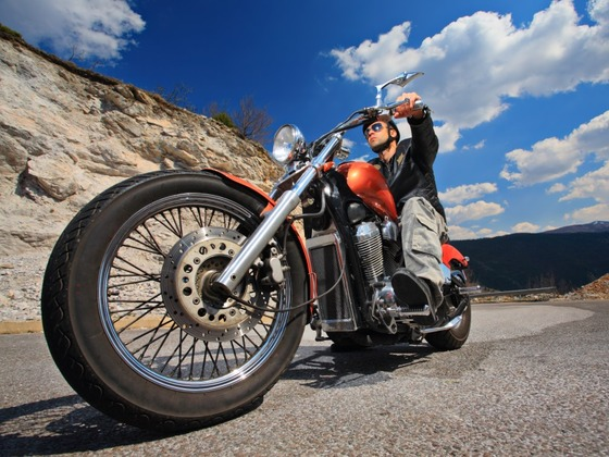 Motorcycle_Rider-on-a-chopper_800x600
