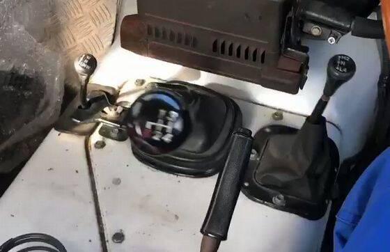 運転するのに 技術が要るマニュアル車wwwwwwwww