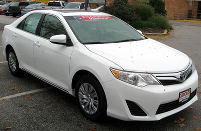 800px-2012_Toyota_Camry_LE_--_10-19-2011