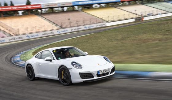 01_Porsche_911_Carrera_S