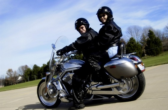 tandem_motorcycle_riders