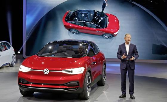 Volkswagen-I-D-Crozz-2017-Francfort-1